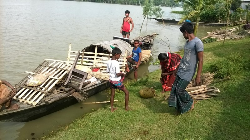 Prepare a boat to escape from flood